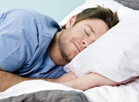 Contrastare l'insonnia in modo naturale con un ormone: la melatonina.